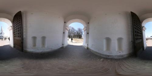 Панорама в арке ворот перед Церковью Вознесения